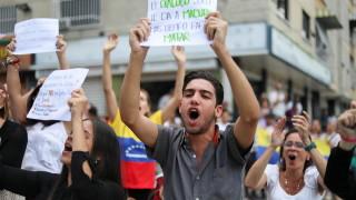 900 души са задържани при протестите във Венецуела