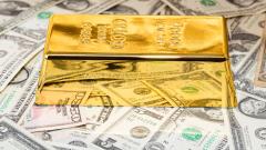 Златото поевтинява с укрепването на долара