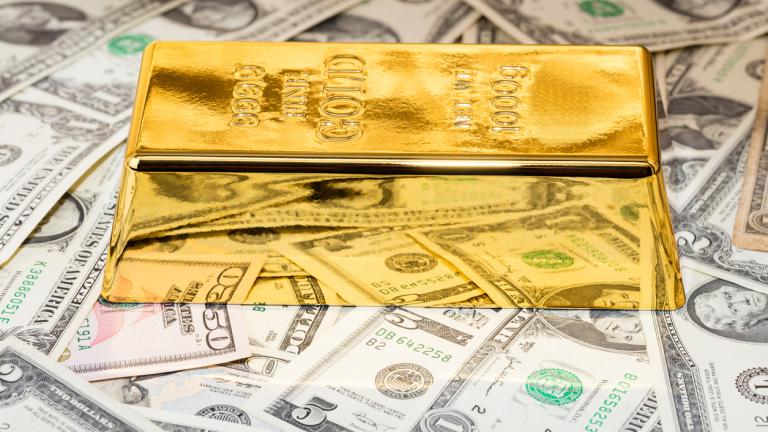 Златото и доларът леко растат. Отслабва напрежението между САЩ и Китай