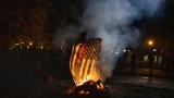 Протестиращи горят знамена на САЩ в Портланд