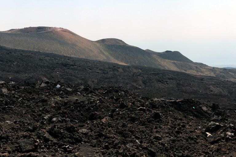 В подножието на Етна има десетки изгаснали кратери