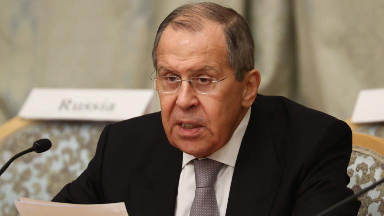 Руският външен министър Сергей Лавров започна посещение в Китай в