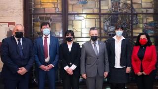 Лаура Кьовеши разговаря със служебния правосъден министър Янаки Стоилов