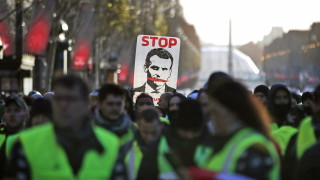 """""""Жълтите жилетки"""" удариха икономиката на Франция"""