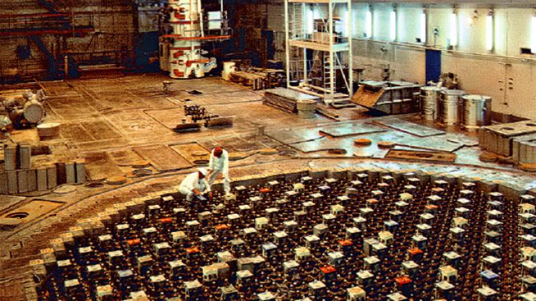 Франция закрива 14 ядрени реактора за 15 години