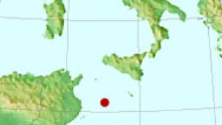 Кораб с имигранти заседна край остров Лампедуза