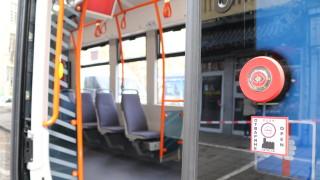 Нападнаха жена в трамвай в София, направила забележка на пътник, че пуши