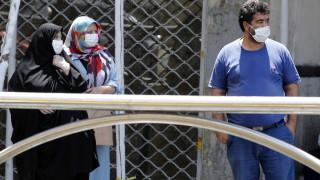 Маските задължителни на закрито в Иран след скок на починали от коронавирус