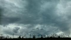 Облаци сменят мъглите