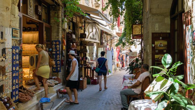 Докато Турция губи руски туристи, Гърция чака 300 000 посетители от страната това лято