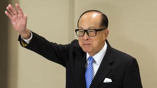 Най-богатият и могъщ човек в Хонконг се пенсионира