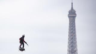 """""""Летящият човек"""" не успя да прекоси Ламанша с ховърборд"""