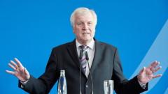 Хорст Зеехофер хвърли оставка