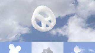 Направиха летящи реклами-облаци (видео)