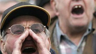 Пенсионерите искат 13-а пенсия, не коледна надбавка