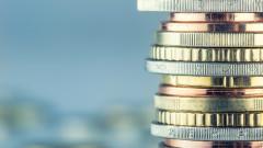 Банковите приходи се свиват, а разходите нарастват