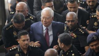 Бившият премиер на Малайзия отхвърли обвиненията в корупция