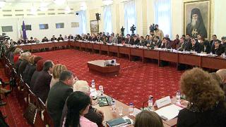 Стълпотворение на бюджети, министри и депутати в НС