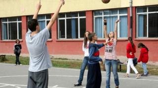 Близо 2000 ученици прекрачиха прага на българските училища в САЩ и Канада