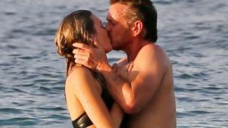 Шон Пен се целува с млада актриса (СНИМКИ)