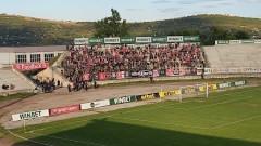 Фенове на Левски замеряха с камъни агитката на ЦСКА във Враца