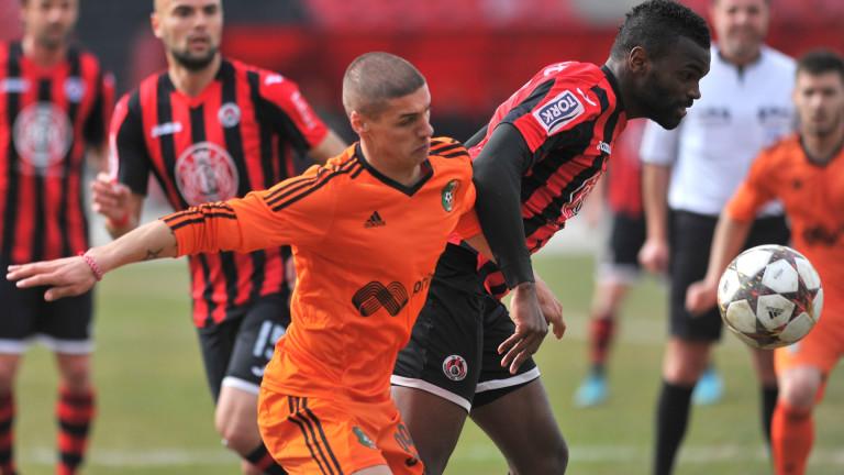 Топ 10 на най-младите дебютанти в Първа лига