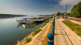 Изграждаме контактен център с Румъния и Сърбия