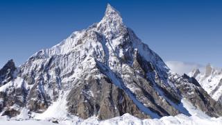 Издирват трима алпинисти под връх К2