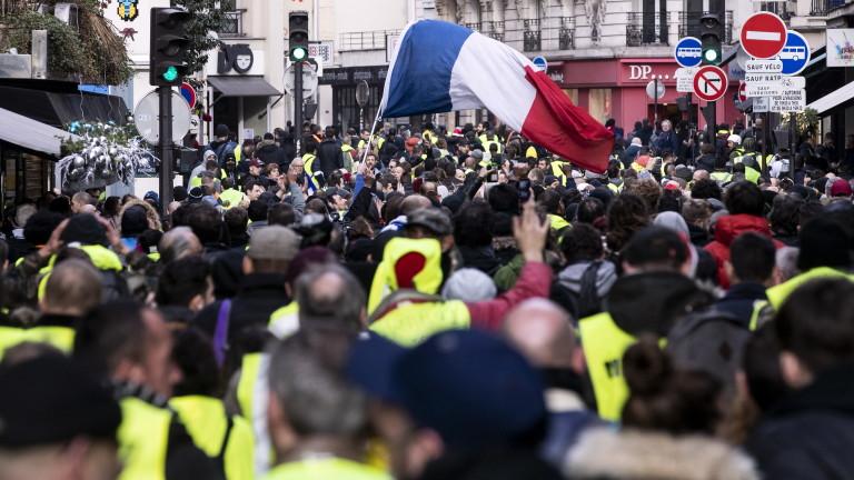 """Франция със закон ограничава вандалите сред """"жълтите жилетки"""""""