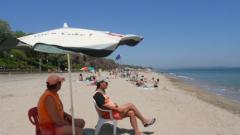 Безплатни чадъри до 1 юни на Северния плаж в Бургас