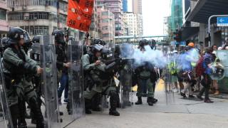 Полицията в Хонконг изстреля сълзотворен газ по протестиращите