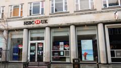 Арестуваха протестиращи за климата в Лондон заради потрошени прозорци на HSBC