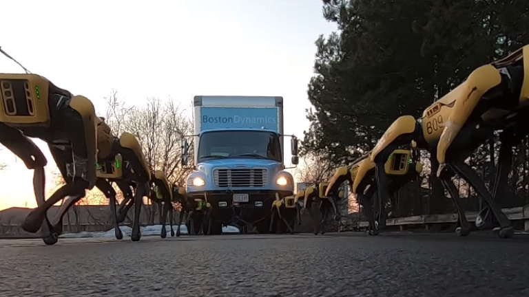 Снимка: Страшният марш на кучетата-роботи на Boston Dynamics