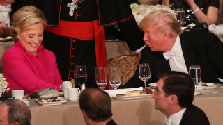 """Клинтън е """"доста корумпирана"""", откровен Тръмп"""