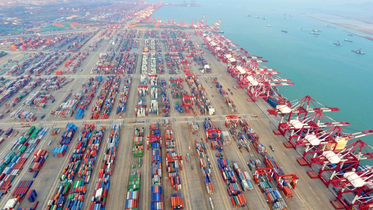 Танкер разля петрол в едно от най-натоварените пристанища в Китай