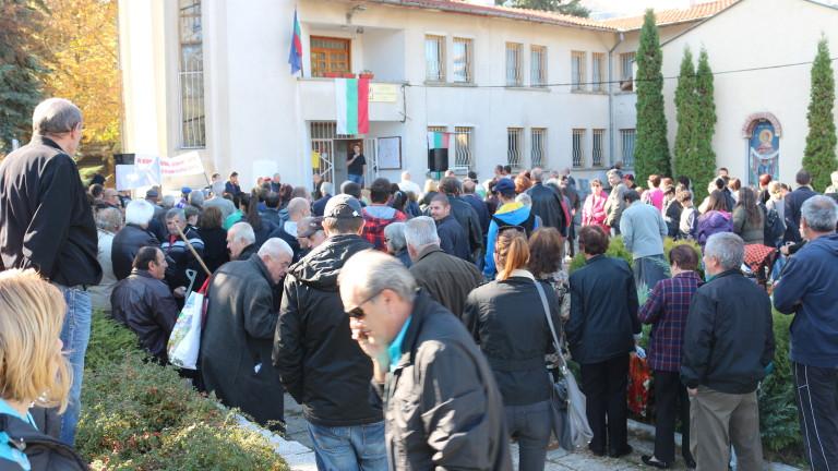 Родители на бунт в Раковски - не искат роми в училищата заради епидемия от хепатит А