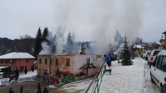 Пожар изпепели сградата на кметството в село Скребатно