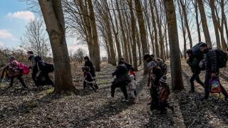 Анкара отвори портите: Прати над 100 000 бежанци в ЕС