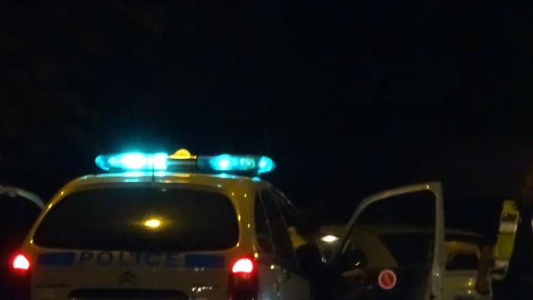 Психично болен мъж се барикадира в София