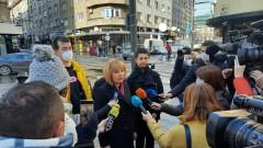Защо удължават мандатите на ръководствата на БНТ и на БНР, запита Манолова