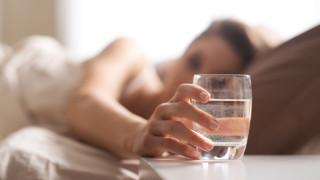 Как да премахнем отрицателната енергия с чаша вода