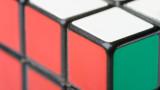 Гинес рекорд за редене на кубчето на Рубик, жонглирайки