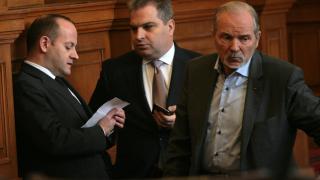 Депутатите се готвят за среднощни схватки по бюджет 2016