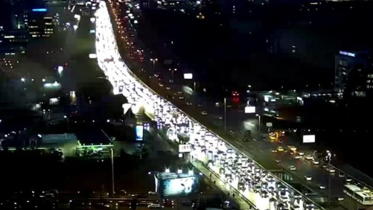 Стотици автомобили попаднаха в огромна тапапо
