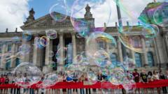 Ученици обградиха Бундестага: Климатичната криза не знае лятна ваканция