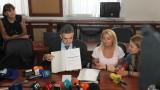Пламен Николов се застрахова и показа дипломите си