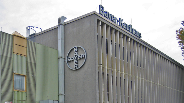 Bayer с оферта за купуването на най-големия производител на семена в света