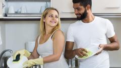 Равноправни ли са половете, когато се опре до миенето на чиниите?