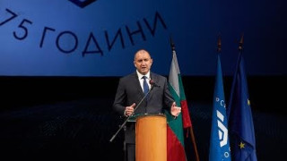 Радев връчи почетен знак на ТУ-София по случай 75-годишнината му