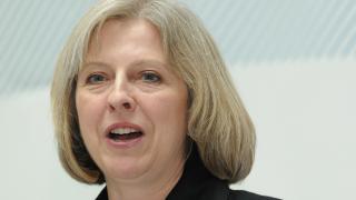 Тереза Мей поведе при британските консерватори